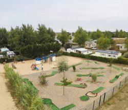 Camping Caravanile : ©campingcaravanile Activités Airedejeux Minigolf Tennis03 Min
